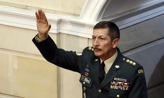 Reconocimiento al comandante del Ejército Nacional