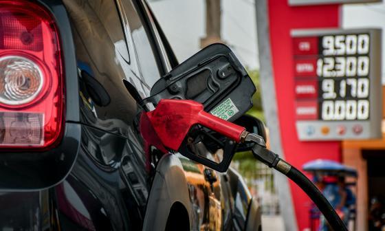 Conductores, sorprendidos por el alza de combustibles