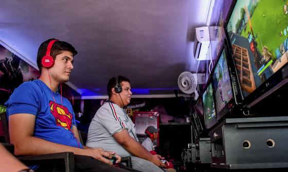 Jesús Contreras es un jugador habitual en este establecimiento que organiza eventos y torneos con premios alrededor de Fortnite.