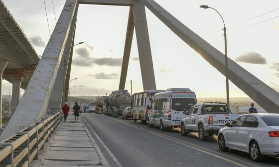 Caos en el Pumarejo por trancones de 50 minutos