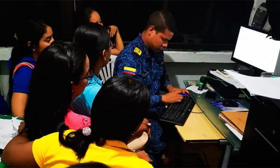 Funcionarios de la Secretaría de Salud durante su visita a cárcel de Riohacha.
