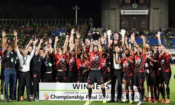 Atlético Paranaense levanta la Copa Suruga Bank