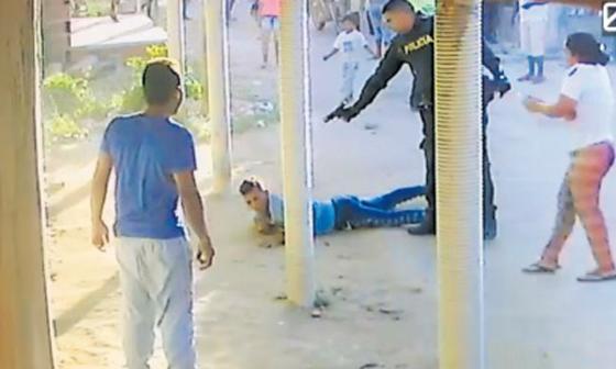 Capturan y sueltan a policías señalados de matar a joven
