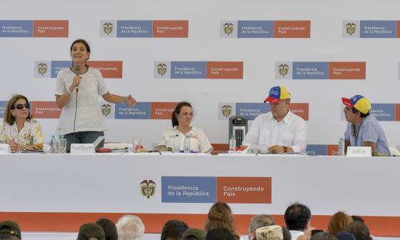 De izq a der: La ministra de Justicia, Margarita Cabello Blanco; la ministra de Transporte, Ángela María Orozco; la consejera Karen Abudinen, el presidente Iván Duque y el alcalde Alejandro Char.
