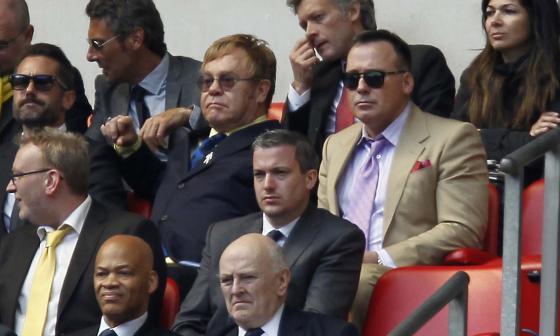 """Elton John revela que Watford y el fútbol le """"salvaron la vida"""""""