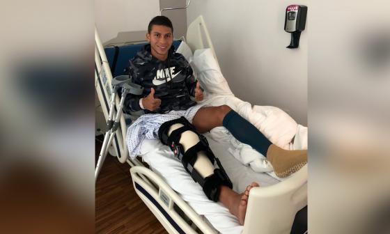 Alexis Pérez tras la operación de rodilla del pasado 17 de octubre.