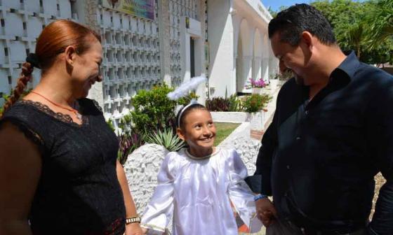 Es importante que los niños y niñas vayan acompañados de adultos responsables a pedir dulces.