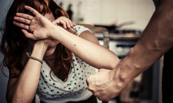 Físico o psicológico, el maltrato deteriora el cerebro femenino