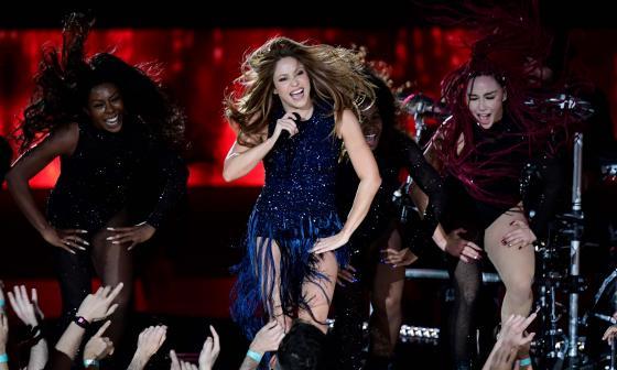 Shakira interpretó tres de sus éxitos en el evento.