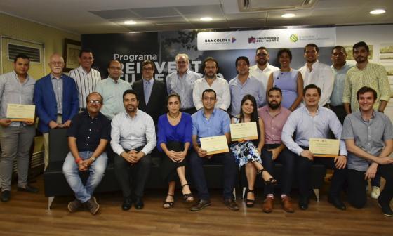 Directivos de las entidades y empresarios graduados del programa 'Reinventa tu negocio'.