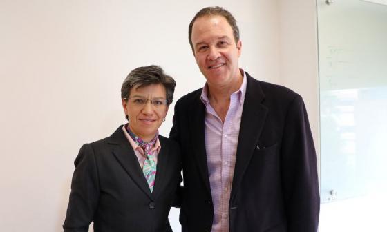 Claudia López, alcaldesa de Bogotá y Andrés Escobar, gerente del metro.