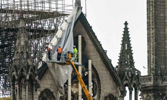 Se realizan reparaciones en la estructura.