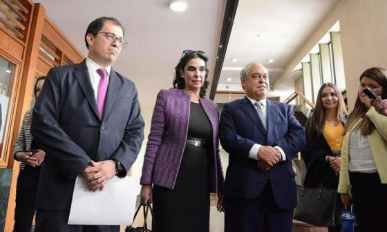 La terna para Fiscal saliendo de una audiencia pública de aspirantes realizada por la Corte Suprema de Justicia.