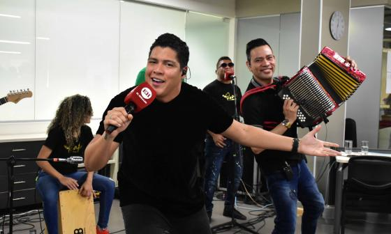 El artista vallenato Rafa Pérez y su acordeonero Juan Carlos Padilla.