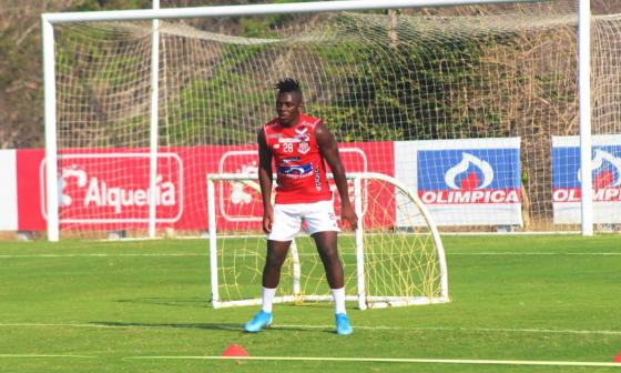 Edwuin Cetré durante un entrenamiento con Junior en su regreso.