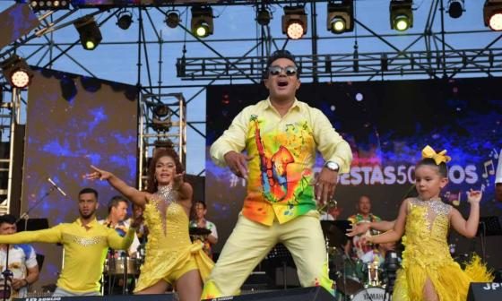 Checo Acosta ha ganado 17 Congos de Oro en el Festival de Orquestas. Hoy, por supuesto, estará presente cantando sus éxitos bailables.