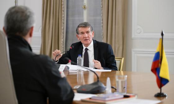 El ministro de Trabajo, Ángel Custodio, presenta -durante una reunión con el presidente Iván Duque- algunos de los alivios y medidas para mantener el empleo en medio de la pandemia del COVID-19