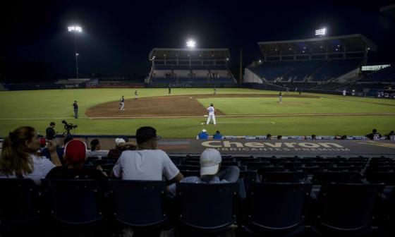 En Nicaragua, el béisbol sigue en medio de jolgorio y a pesar de la COVID-19