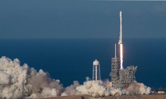 SpaceX pospone envío de satélites Starlink debido a tormenta tropical