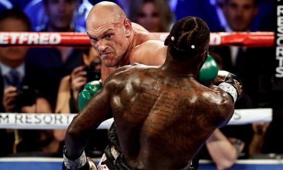 Tyson Futry en un combate ante Deontay Wilder.