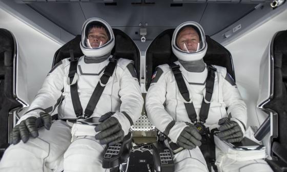Los astronautas Doug Hurley y Bob Behnken recibieron la noticia estando dentro de la Falcon 9.