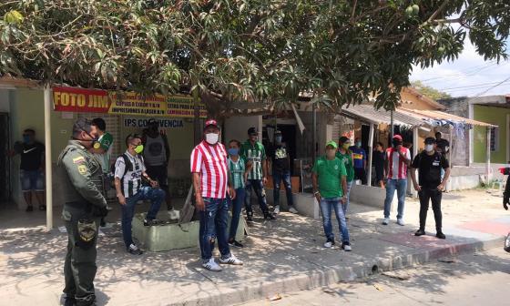 Los fanáticos rojiblancos y verdes pudieron compartir sin líos.