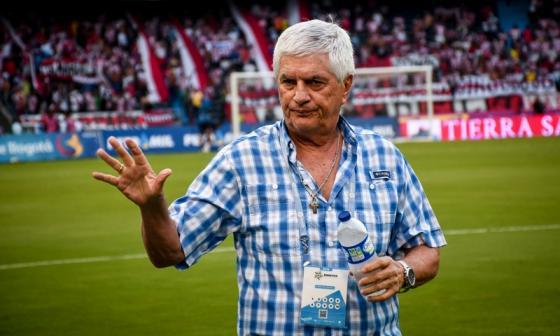 Julio Avelino Comesaña suma nueve ciclos como entrenador de Junior.