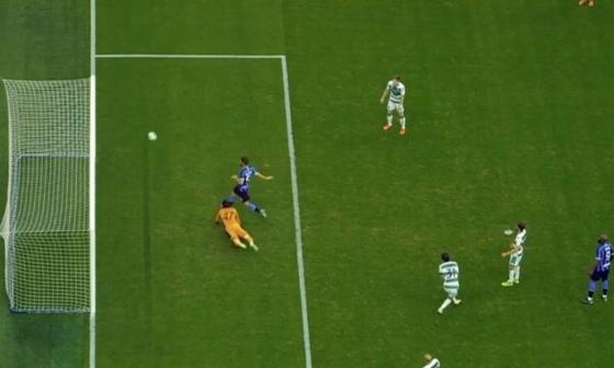 Solo, con el arco vacío, Roberto Gagliardini estrelló la pelota contra el larguero.