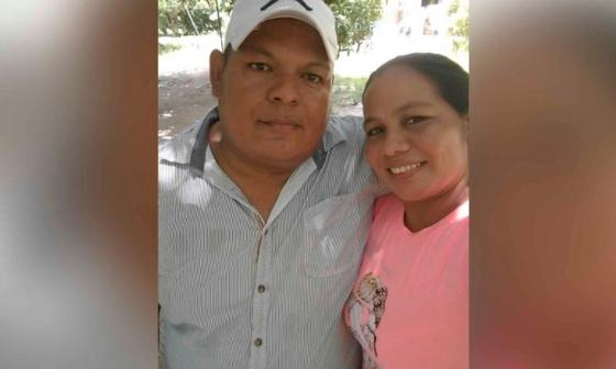 Yin Polo Orellano, fallecido por COVID-19, y su esposa Marelvis Blanco, quien está a punto de tener su tercer hijo.