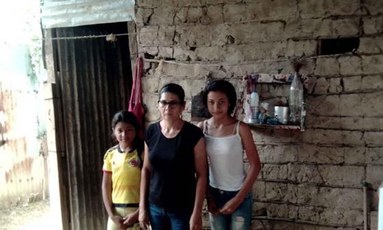 Ingrid Serrano y sus dos nietas tuvieron que regresar.