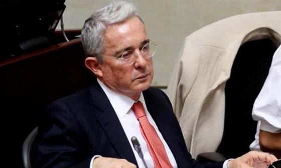 Uribe ataca a Fajardo y Petro