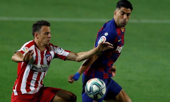 El Barcelona deja otro pedazo de Liga ante el Atlético de Santiago Arias
