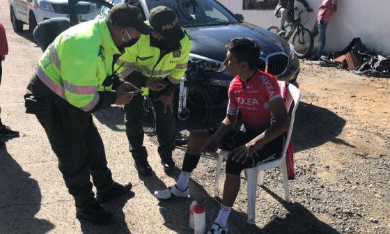 Nairo Quintana luego de sufrir el accidente.