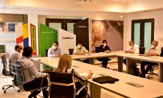 Aspecto de la reunión entre el alcalde y los representantes de las diferentes IPS.