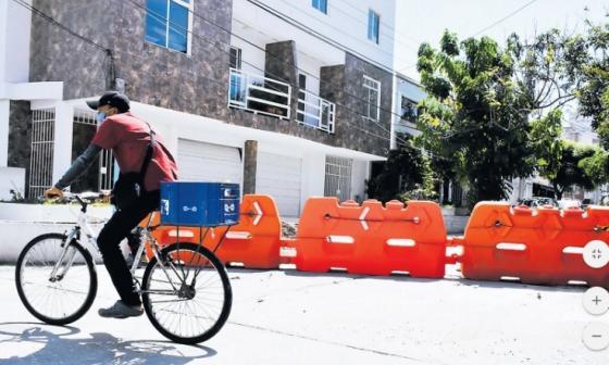 Por ola de atracos, vecinos cierran un barrio en Puerto