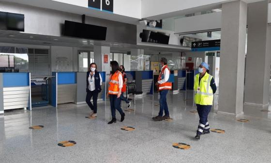 Gobierno verifica protocolos de bioseguridad en el aeropuerto de Montería