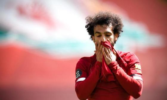 Mohamed Salah lamentándose por una opción de gol desperdiciada.