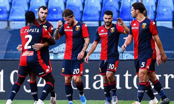 Cristian Zapata en la celebración de uno de los goles del Génova.