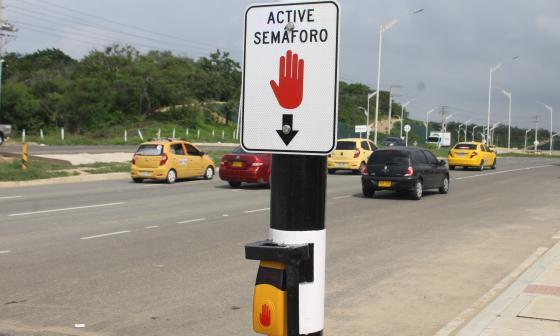 Nuevo paso peatonal semaforizado en la Avenida Circunvalar