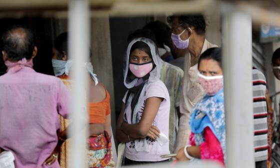 Incapaz de doblegar la curva, la India alcanza el millón de casos de COVID-19