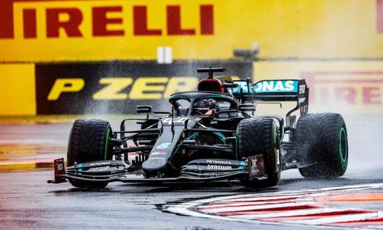 Hamilton, que firmó además la vuelta rápida, llegará líder, con 63 puntos, al próximo Gran Premio, el de Gran Bretaña.