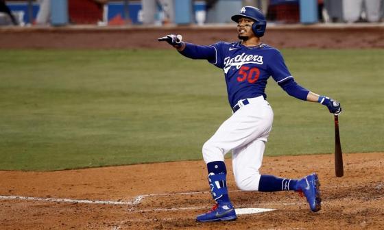 Mookie Betts, estrella de Los Ángeles Dodgers, durante un juego de pretemporada.