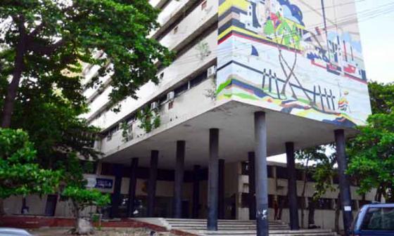 Fachada del antiguo edificio de la Alcaldía, donde se encuentran las oficinas de la Contraloría Distrital.