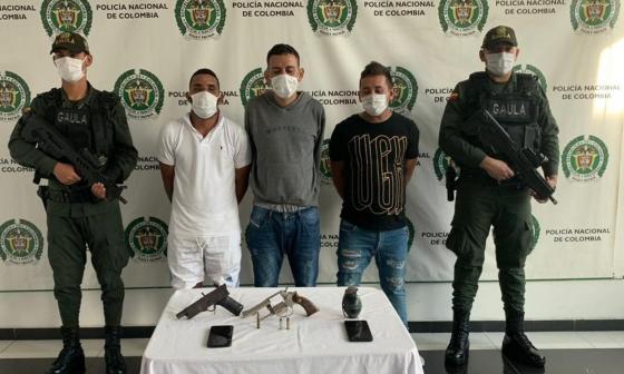 Capturan a tres señalados miembros de 'los Costeños': tenían una granada