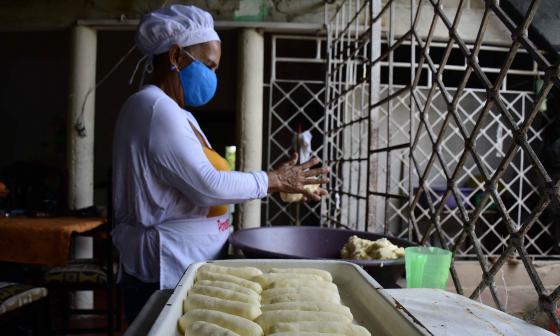 En el Festival del Bollo, que irá hasta el 2 de agosto, 200 cocineras esperan el apoyo de los compradores.
