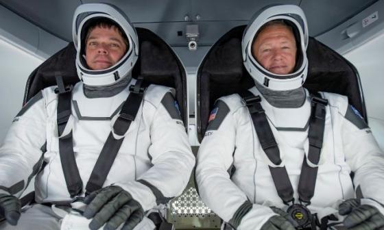 En video   La nave tripulada Dragon Endeavour regresa a la Tierra