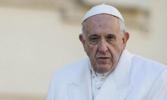 El papa sale del Vaticano tras el confinamiento