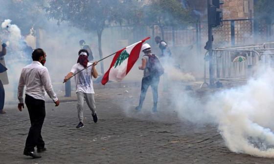 Miles de libaneses protestan en Beirut tras explosión