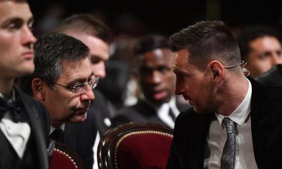 José Bartomeu y Lionel Messi durante una gala.