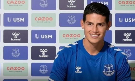 James Rodríguez tras firmar su contrato con el Everton.